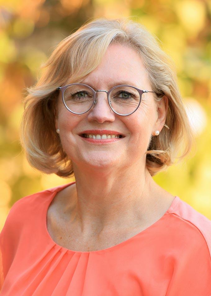 Portrait Frau Dr. Sigrun Imhäuser, Fachärztin HNO Frankfurt, Praxis für Kommunikationsmedizin in Klingenberg am Main, portrait_foto_aerztin_hno_frankfurt_01_klewar-photographie