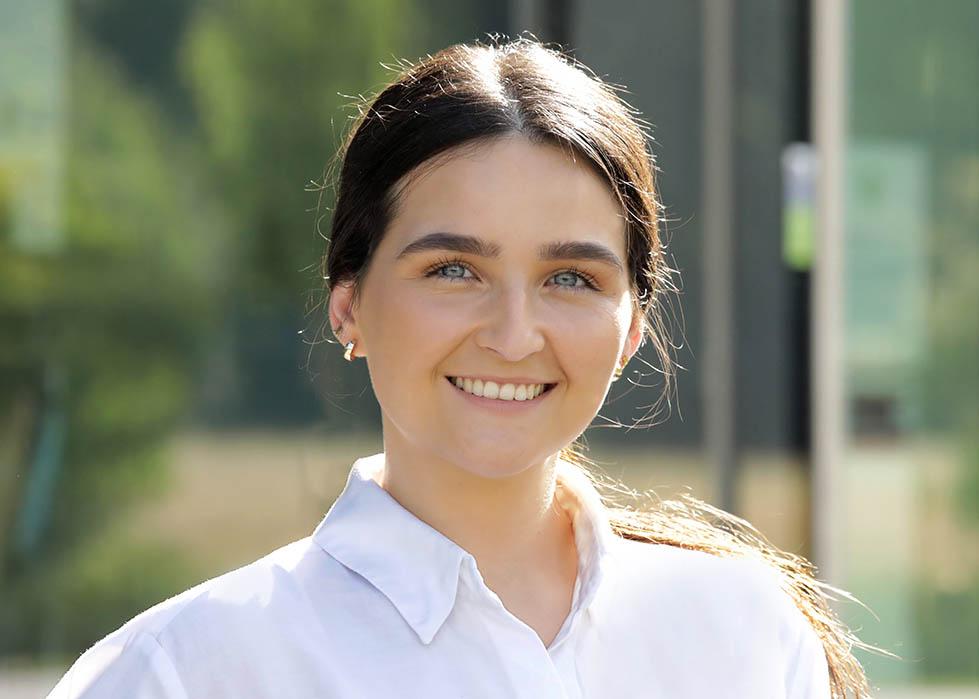 Portrait Martina für Bewerbung, Website, Xing, linkedIn und sonstige Social Media Portale, portrait_foto_bewerbung_frankfurt_02_klewar-photographie,