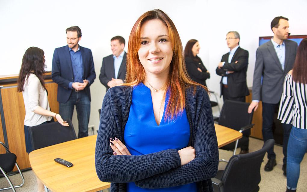 Gruppenbild; Teamfoto; Doppelportrait; Foto Gesprächssituation mit Mitarbeiter*innen bei Avato Germany, portrait_people_team_foto_01.1_frankfurt_klewar-photographie-800