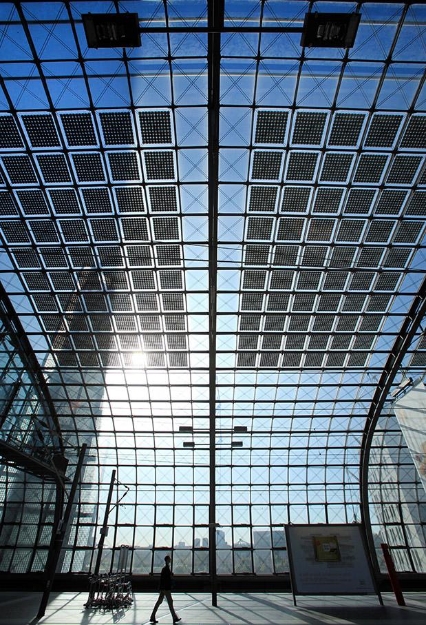 Solar-Energie; Sonnen-Energie; Photovoltaik; Berlin; Glas-Dach; Hauptbahnhof Berlin; intergrierte Photovoltaikanlagen_architektur_foto_frankfurt_berlin_hauptbahnhof_klewar-photographie-7074