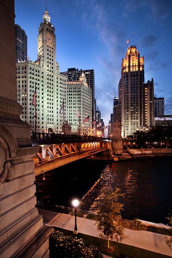 Skyline; Chicago; Nachtaufnahme Chicago; Michigan Avenue Bridge; Wrigley Building; Tribune Tower; historische Wolkenkratzer; Reise Chicago_architektur_foto_frankfurt_chicago_skyline_01_klewar-photographie_5774
