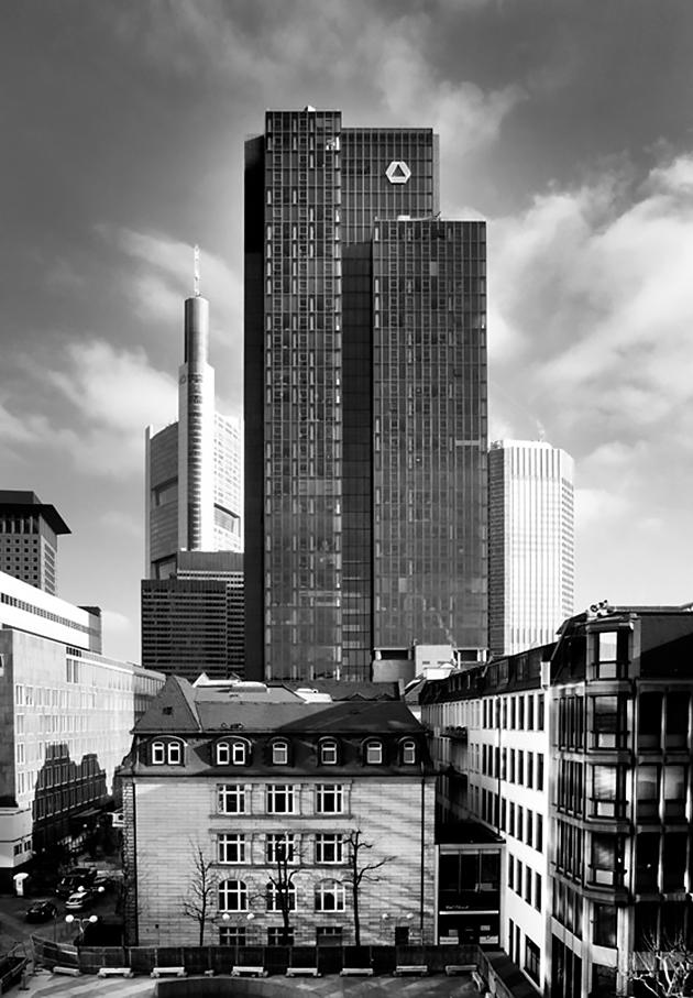 Architektur-Foto Gallileo; Architektur-Aufnahme; Gallileo; Commerzbank; Frankfurt; Schwarzweiß; Jürgen-Ponto-Platz_architektur_foto_frankfurt_gallileo_commerzbank_01_klewar-photographie-9464