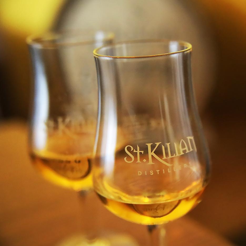 Whiskey, Flasche, Etikett, Handschrift, Single Malt Whiskey, Gläser mit Logo, Whiskey Gläser, still-life_foto_frankfurt_st.kilians_klewar-photographie_6112q
